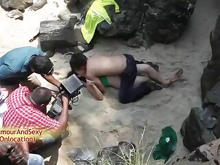 दो आबनूस हिंदी फिल्म सेक्सी एचडी में लड़कियां एक सफेद मुर्गा चूसना
