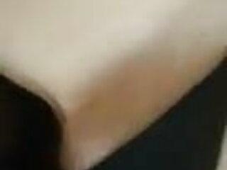 बड़े निपल्स चेहरे और मुस्कुराहट के साथ हॉट ब्लैक एचडी एचडी सेक्सी मूवी लेडी