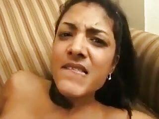 पत्नी के डिल्डो सेक्सी फिल्म हिंदी फुल एचडी के साथ दाई पकड़ी जाती है