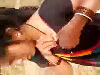 क्रिस्टीना एक खिलौने के साथ हिंदी सेक्सी एचडी वीडियो मूवी उसकी योनी बैंग्स